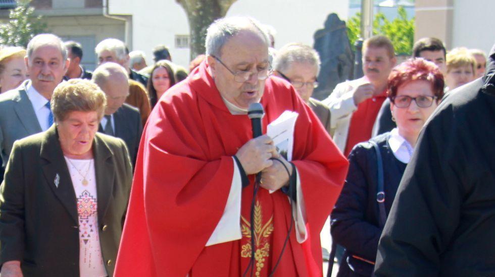 Así se trabaja en el yacimiento tardorromano de Valencia do Sil.Eladio Álvarez en la procesión de San Xurxo en Vilamartín en el 2015