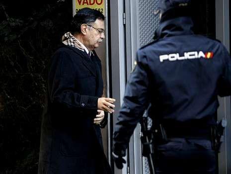 Protestas de afectados por las preferentes en A Coruña.El juez Moreno, entrando en la Audiencia Nacional.