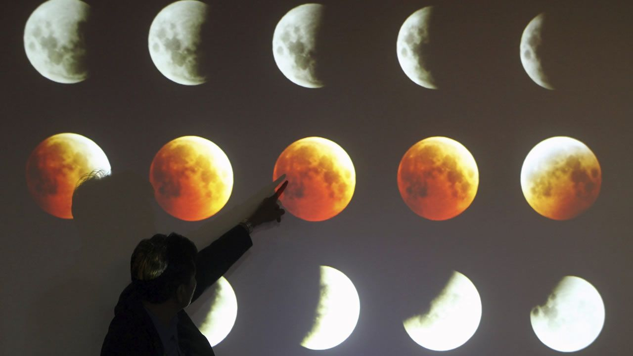 El eclipse parcial, visto desde distintos puntos del mundo.Imagen de archivo de un eclipse lunar