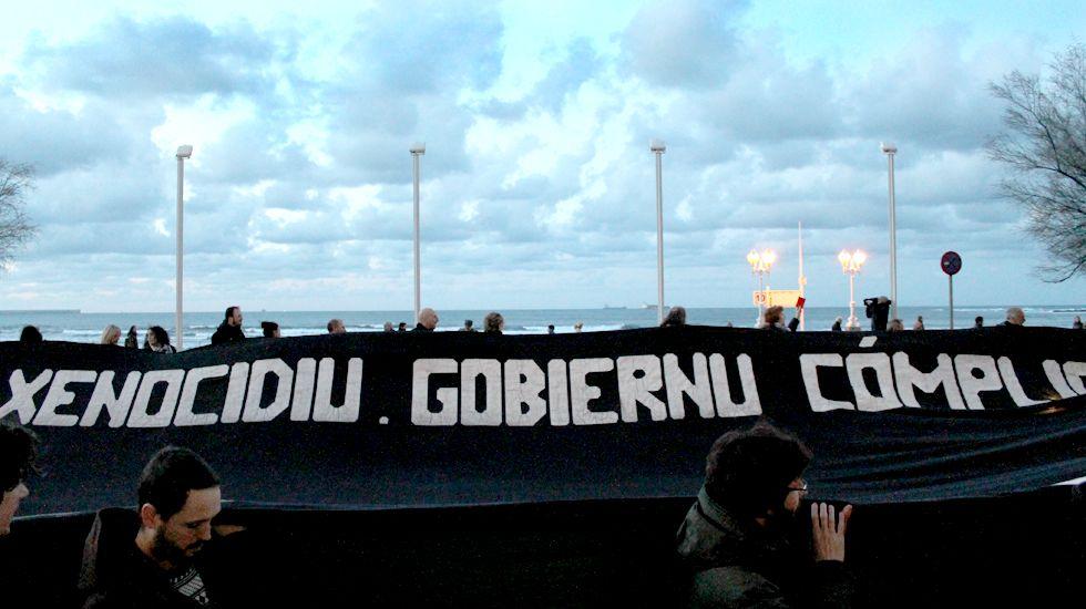 Un Muro de tarjetas rojas contra el apartheid israelí.Documento del PGO de Gijón