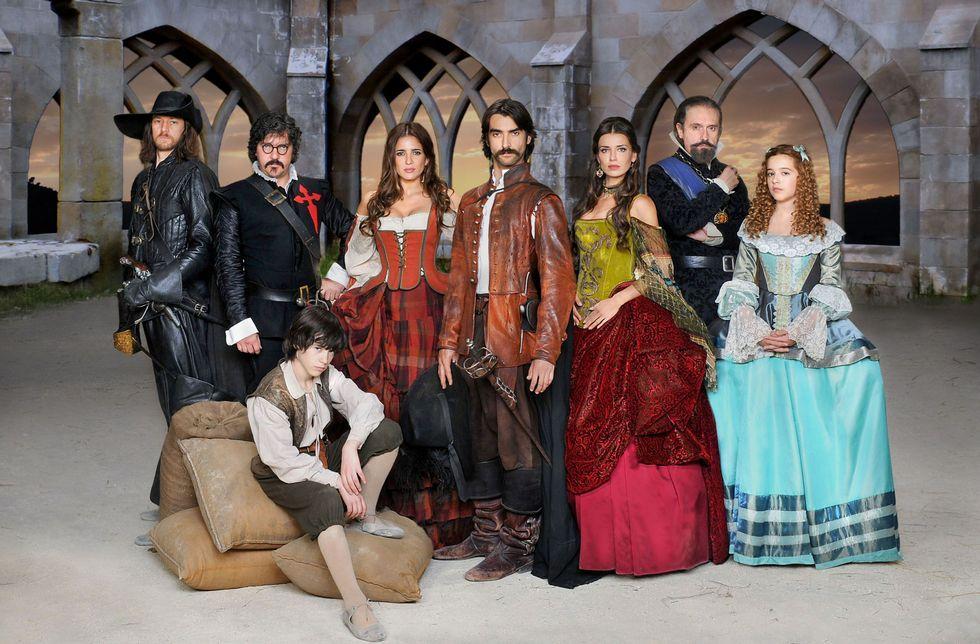 Los personajes inspirados en la novela de Pérez-Reverte recrearán sus aventuras durante trece capítulos.