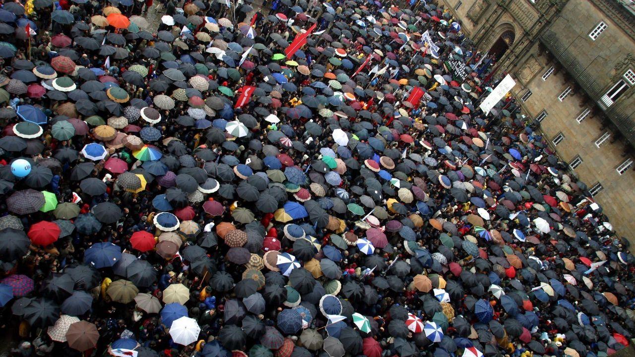 Vista parcial de la multitudinaria manifestación en el Obradoiro