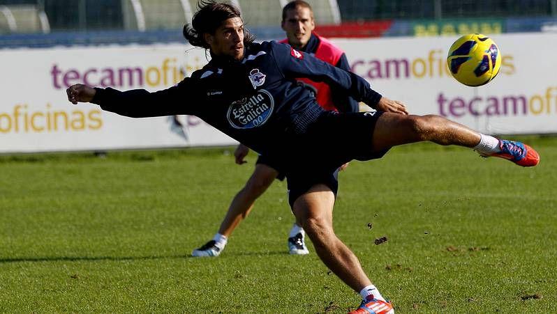 Fotos del Deportivo de La Coruña 2 - Betis 3.Roderick, con De Marcos