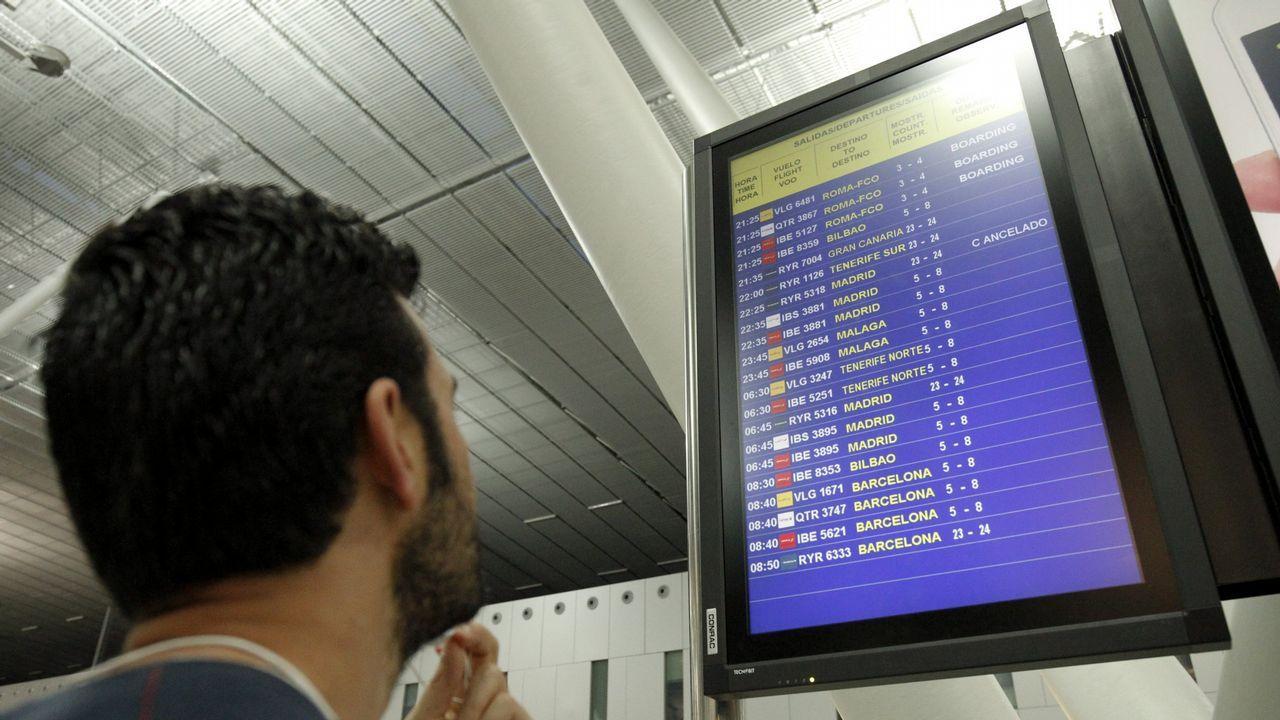 Pasajeros de Ryanair, pendientes de las cancelaciones por la  huelga