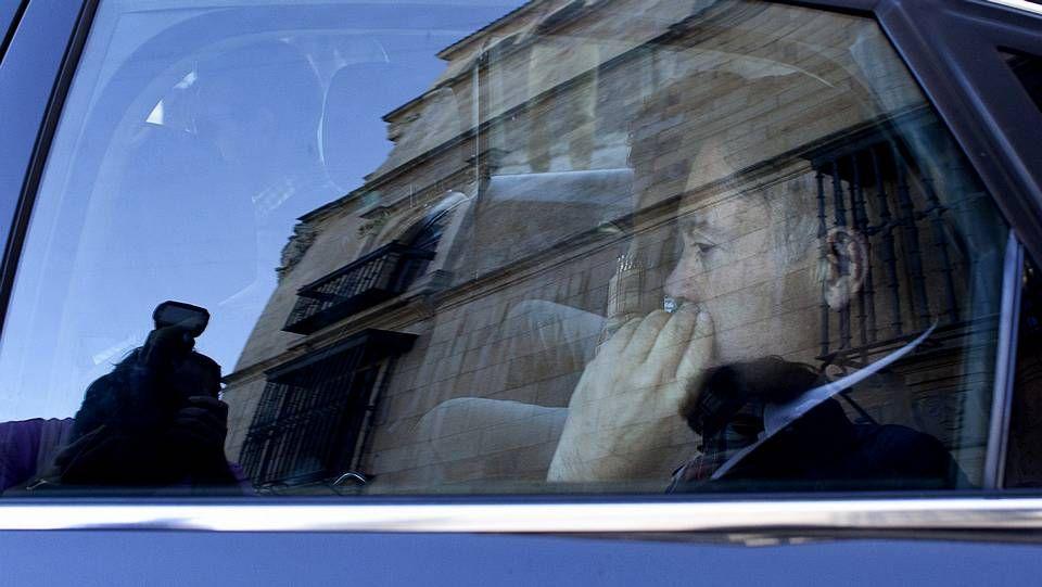 granados.El presidente de la Diputación de León, saliendo detenido esta mañana