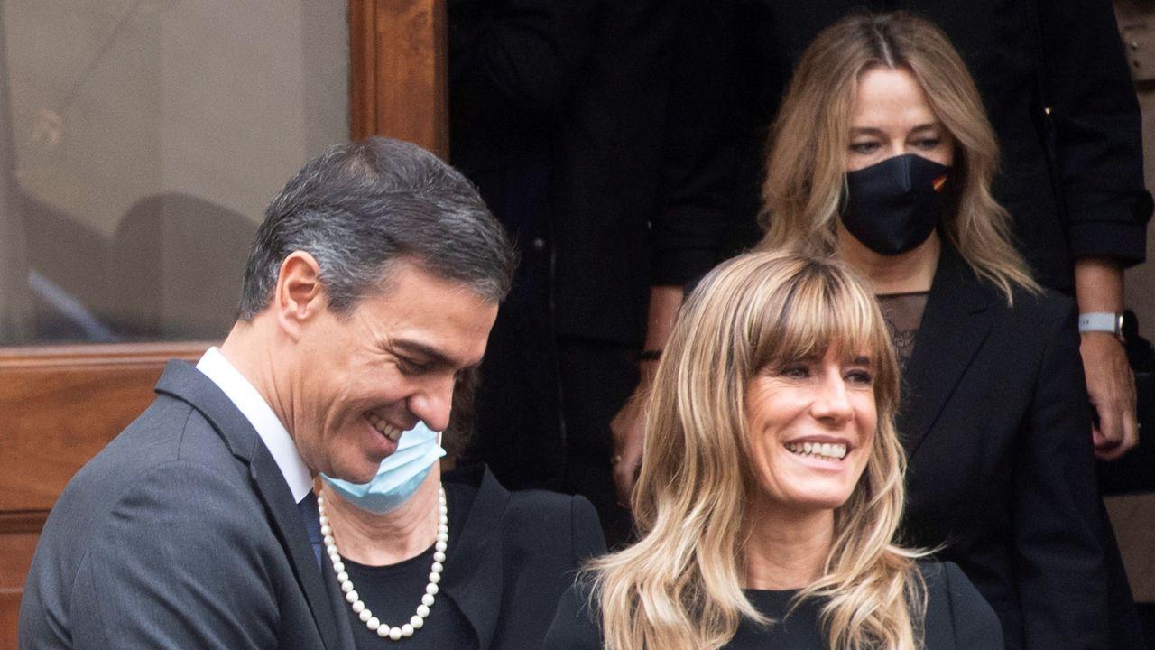 Pablo Iglesias saluda con el codo a Gabriel Rufián, antes de reunirse este jueves