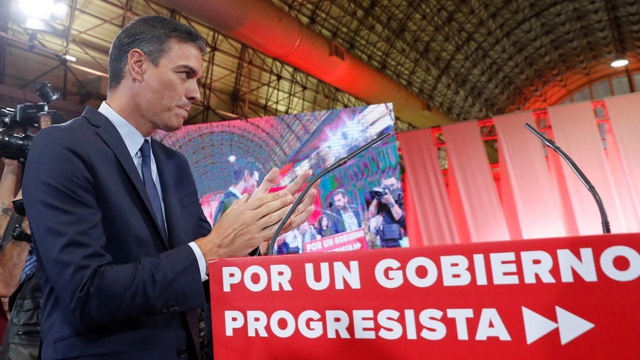 Adriana Lastra y Carmen Calvo, negociadoras del PSOE, en el Congreso con Pedro Sánchez