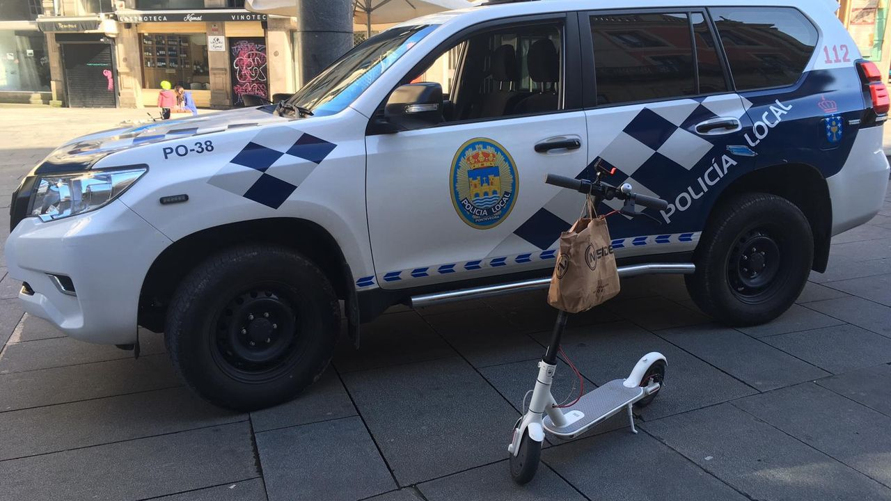Patinete interceptado por la Policía Local de Pontevedra después de que su conductor diese positivo en alcohol