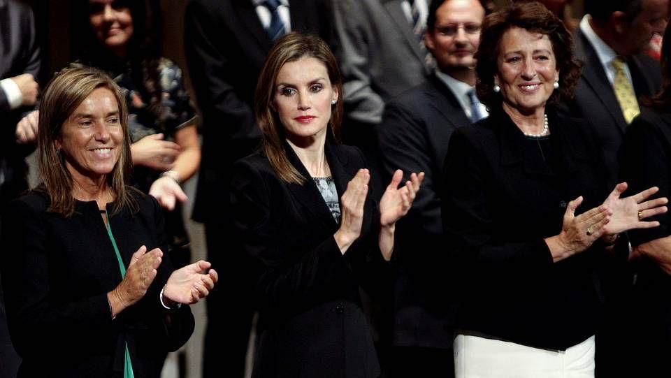 La reina Letizia en el País Vasco.La ministra de Sanidad Ana Mato y responsables de Asuntos Exteriores y Defensa, durante la reunión para organizar la repatriación