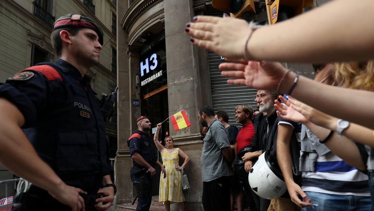 Concentración multitudinaria por las calles de Barcelona.