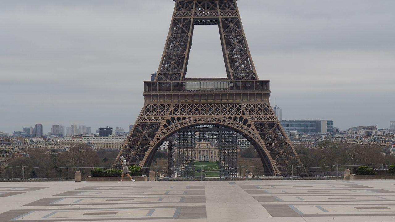 Alrededores de la torre Eiffel en Paris.