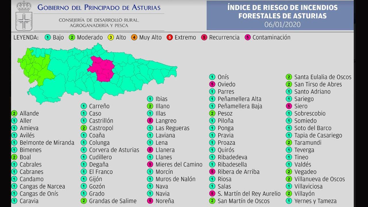 Banderas de los concejos asturianos.Ocho municipios del centro de Asturias siguen en  riesgo extremo  de incendio forestal por la contaminación