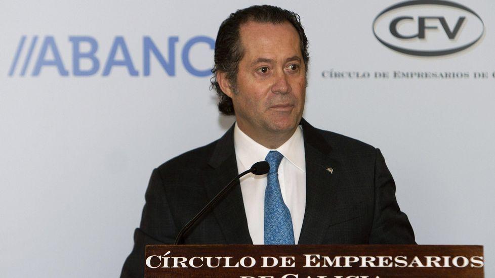 Entrevista a Juan Carlos Escotet en «Vía V».Juan Carlos Escotet y Xulio Ferreiro, en su encuentro