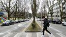 Un estudiante paseando por el campus de Sur en Santiago