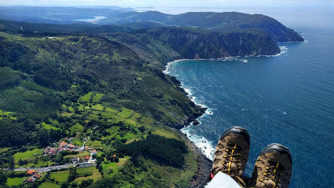 Vista aérea de San Andrés de Teixido y los acantilados, Cedeira