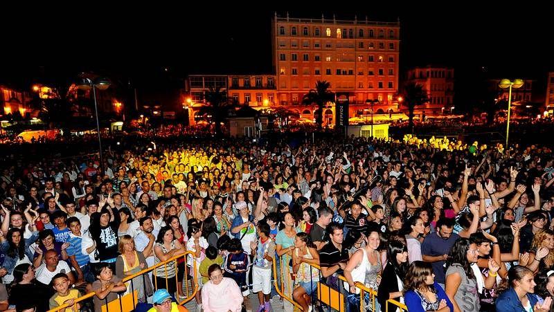 <span lang= es-es >Los conciertos del pasado año reunieron a 50.000 personas</span>. La plaza de Amboage, llena el pasado año para la actuación de Bustamante, acogerá buena parte de las actuaciones musicales.
