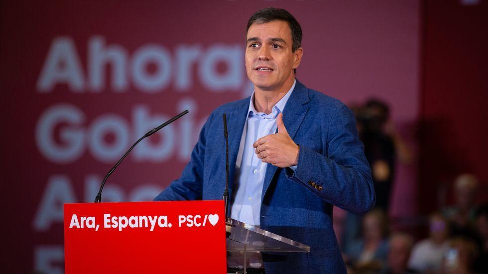 Las condenas a los líderes del «procés» suman 99 años de cárcel.Agentes de los Mossos desalojan a unos manifestantes en la estación ferroviaria de Sants, en Barcelona