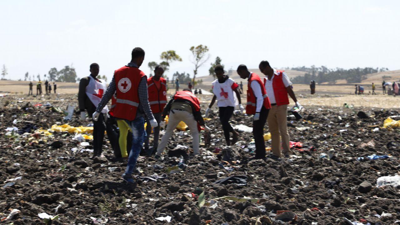 Efectivos de los servicios de emergencia trabajando en la zona