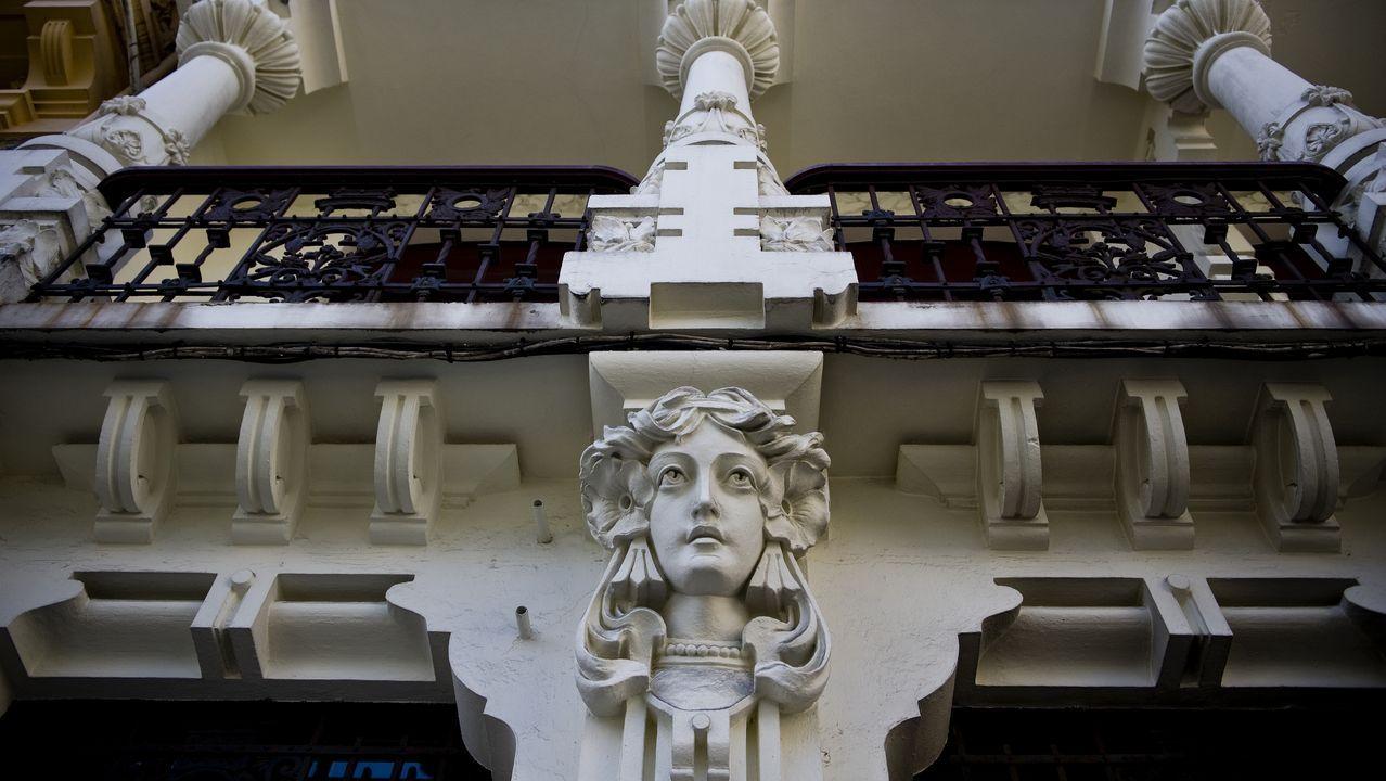 cara.Casa Arambillet, de Antonio López Hernández. El inmueble es vecino de otro icono modernista, la Casa de los Cisnes, de Manuel Reboredo