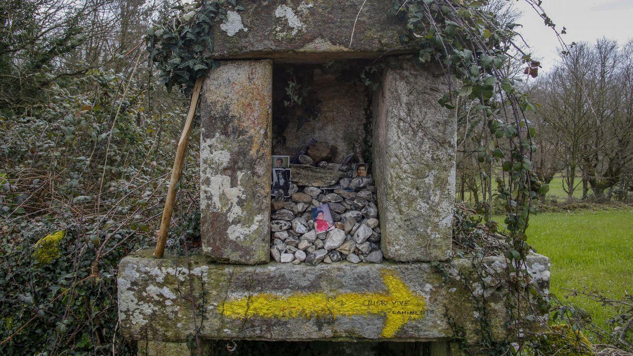 Peto de ánimas a la entrada de la aldea de A Pena