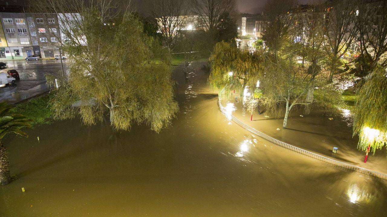 El parque do Sanmartiño, con el río desbordado