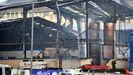 Imagen de archivo de los bomberos de Ferrol trabajando en la extinción del incendio posterior a la explosión en la nave de Sitagreen