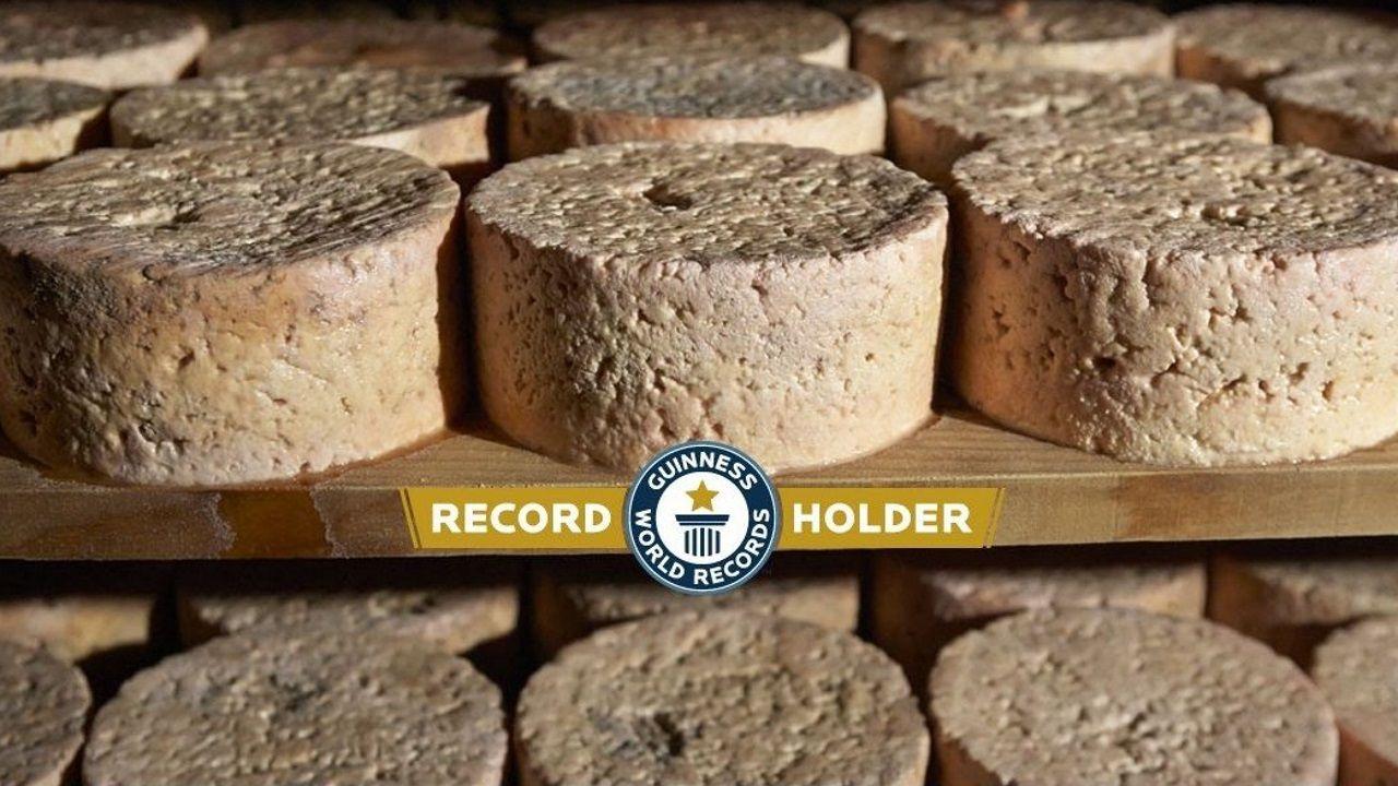 Piezas de queso de cabrales, uno de los tipos de queso que revolucionaron los hermanos lucenses