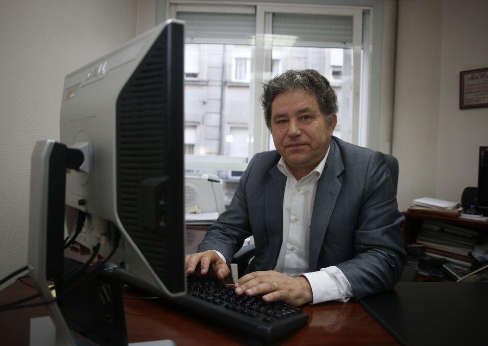 Entrevista a Xavier Vence en «Vía V».Lores cerró ayer los encuentros digitales de La Voz.