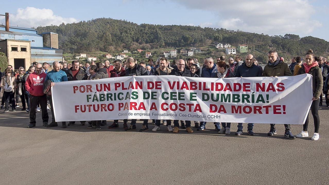 Protesta de los trabajadores de las fábricas de Xeal (antes, Ferroatlántica) en Cee y Dumbría