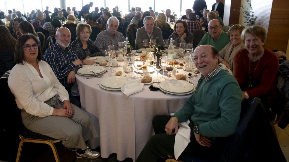 Ya hay más pensionistas que trabajadores.Imagen de la Festa do Botelo en A Coruña el año pasado