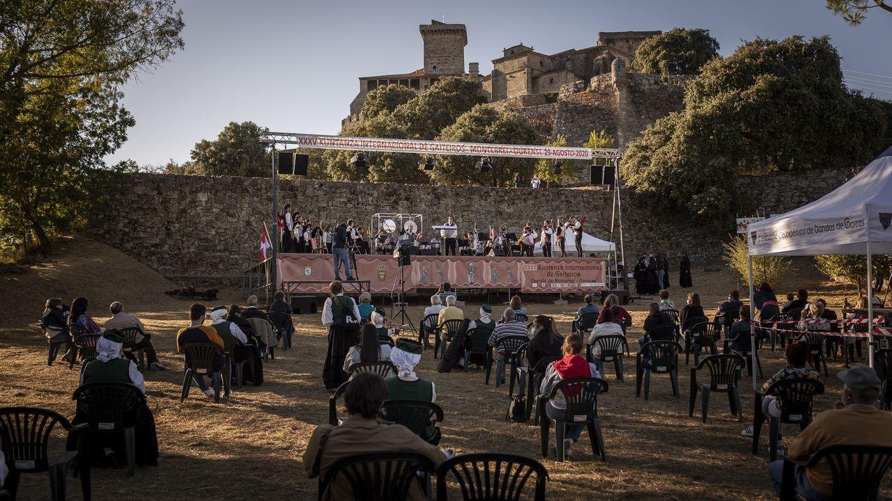Así fue, en imágenes, la XXXV Xuntanza Internacional de Gaiteiros en Monterrei.Entrada de uva en una bodega de la denominación de origen Ribeira Sacra