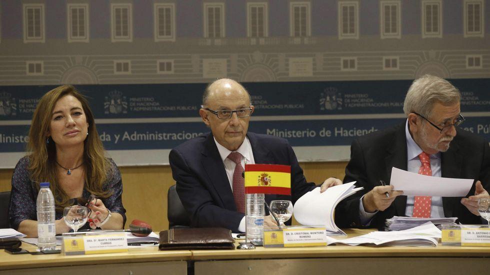 Montoro da un año más a la comunidades para el cumplimiento del déficit.Cumbre demográfica en Santiago