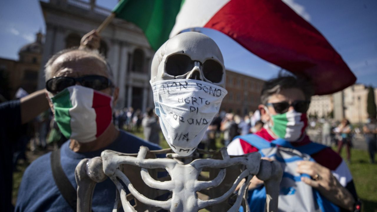 Protesta antimascarillas en Roma este sábado