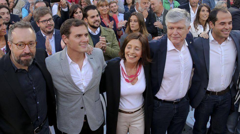 Los candidatos descansan en la jornada de reflexión.Rivera tuvo ayer en A Coruña su mayor aforo de campaña.