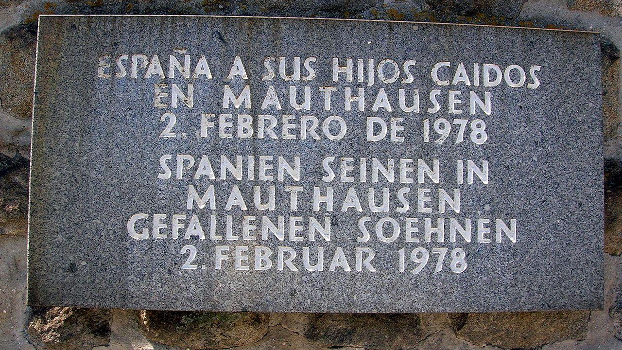 Placa memorial en recuerdo de los muertos españoles en Mauthausen