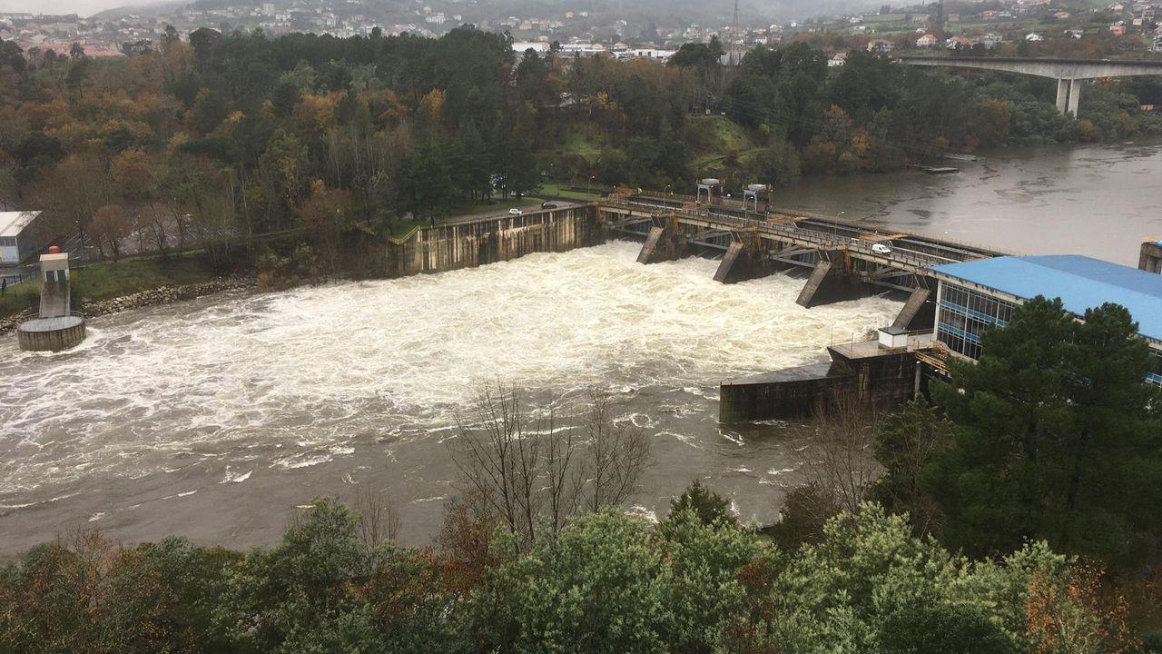 El Miño en Ourense, en prealerta. Piscinas de Oira inundadas