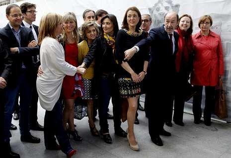 Termina la era Rubalcaba.Valenciano se hizo una foto con sus compañeros de grupo en su despedida del Congreso.