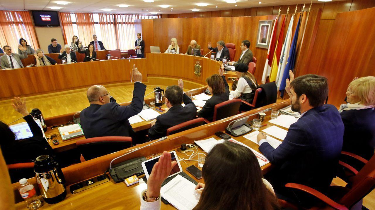Pleno del concello de Vigo.La vicepresidenta primera del Gobierno, Carmen Calvo, con el número dos de la Generalitat, Pere Aragonès
