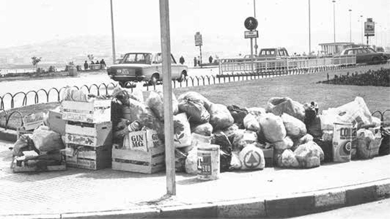 Estado de las calles de Gijón durante el conflicto laboral de los trabajadores de EQUIMA, en abril de 1978