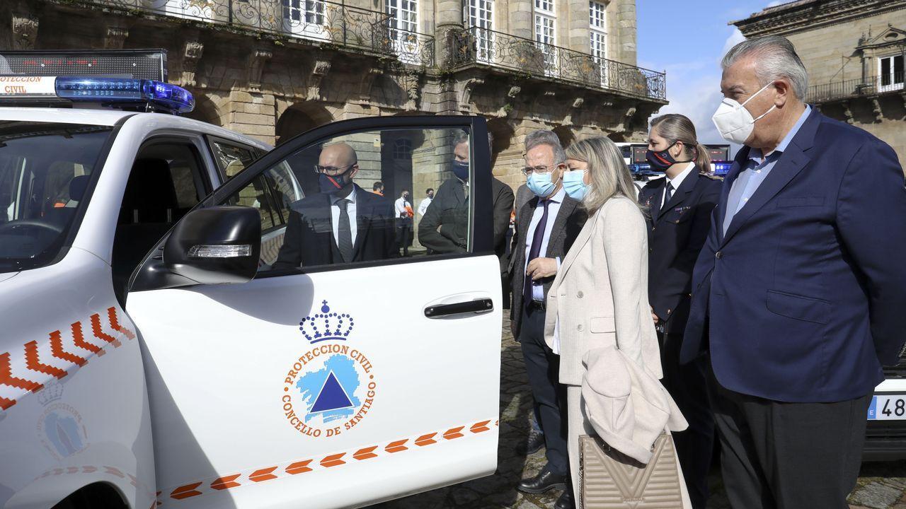 Coincidiendo con su 25 aniversario, Protección Civil de Santiago recibió los nuevos vehículos que le han comprado la Xunta, el Concello y la Diputación