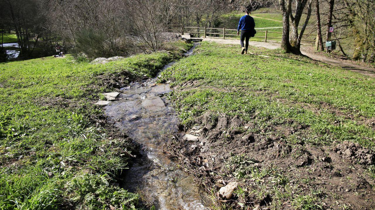 El río Rato, con las marcas del vehículo que atravesó su cauce
