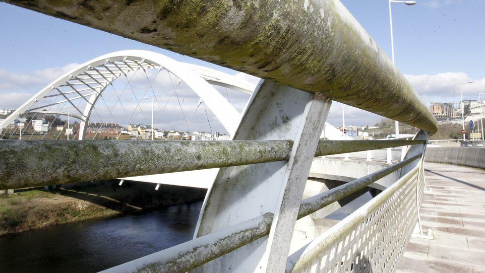 Las imágenes de un puente sucio, no blanco