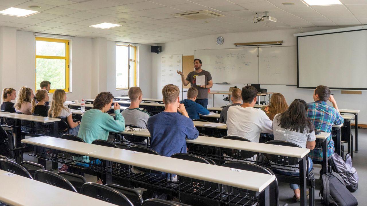 Alumnos extranjeros reciben clases de español en la UIMP