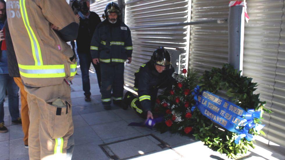 Homenaje al bombero Eloy Palacio fallecido durante el incendio en Uría 58