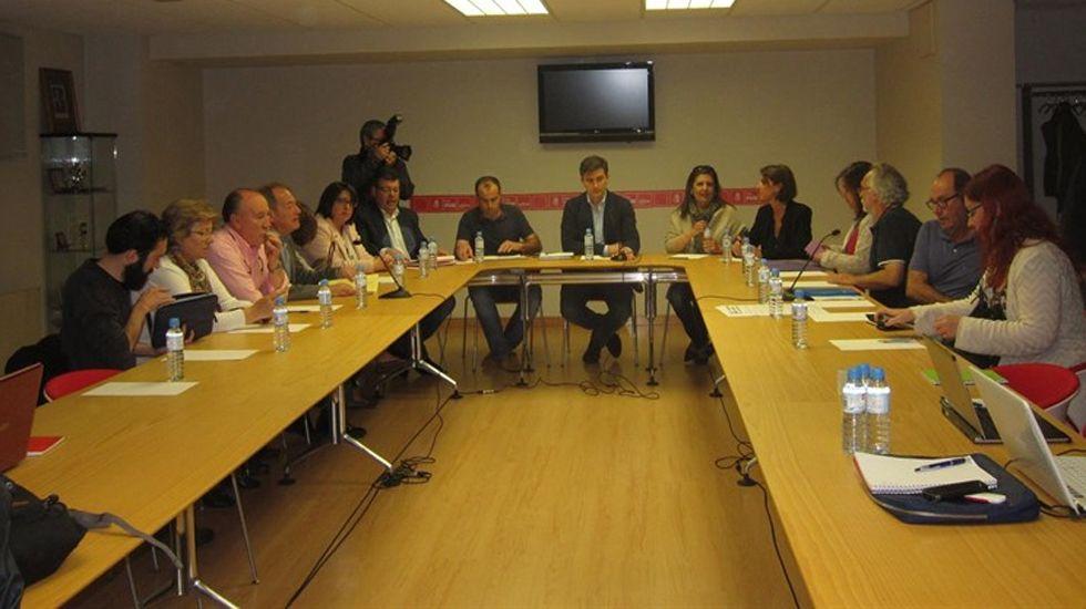 Fábrica textil.Negociaciones postelectorales tras el 15-J en la Casa del Pueblo de Gijón