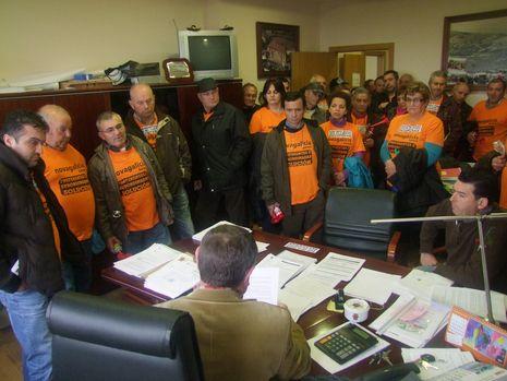 Varela anuncia un gran juicio por las preferentes ante 400 afectados de Vigo....