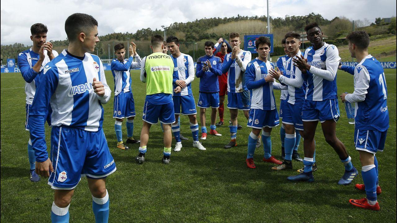Pacheta Elche.Los jugadores del juvenil deportivista, tras su triunfo sobre el Val Miñor que les valió para ser segundos y jugar la Copa
