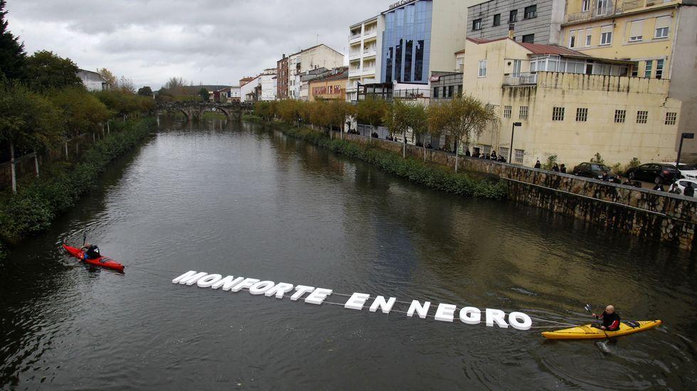 Las fotos de las principales protestas del 25-N en el sur de Lugo.El desprendimiento provocó una enorme grieta en la calzada
