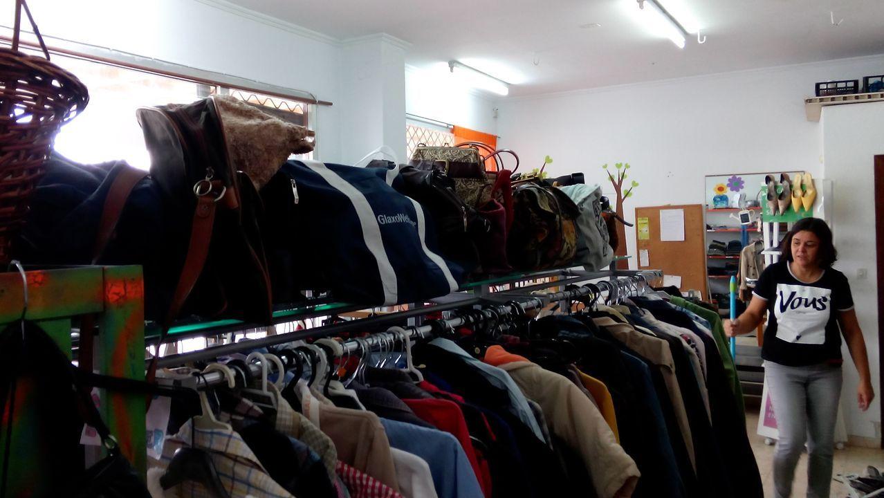 En la Tenda de Troco Arméria de Caranza se puede comprar ropa con puntos que se obtienen al dejar en el local topo tipo de prendas