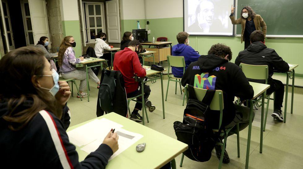 Así es el colegio galés donde estudiará la princesa Leonor.Clase de Filosofía en el IES Rosalía de Castro de Santiago
